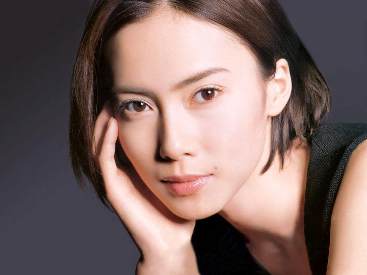 """【話題】中谷美紀が彼氏とオーストリアで同棲を開始、仕事セーブで""""結婚準備""""も!!"""