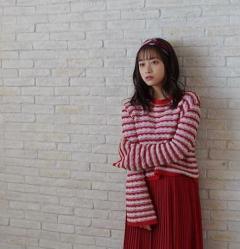 橋本環奈、赤のプリーツスカート姿に歓喜の声「なんてかわいいんだ」