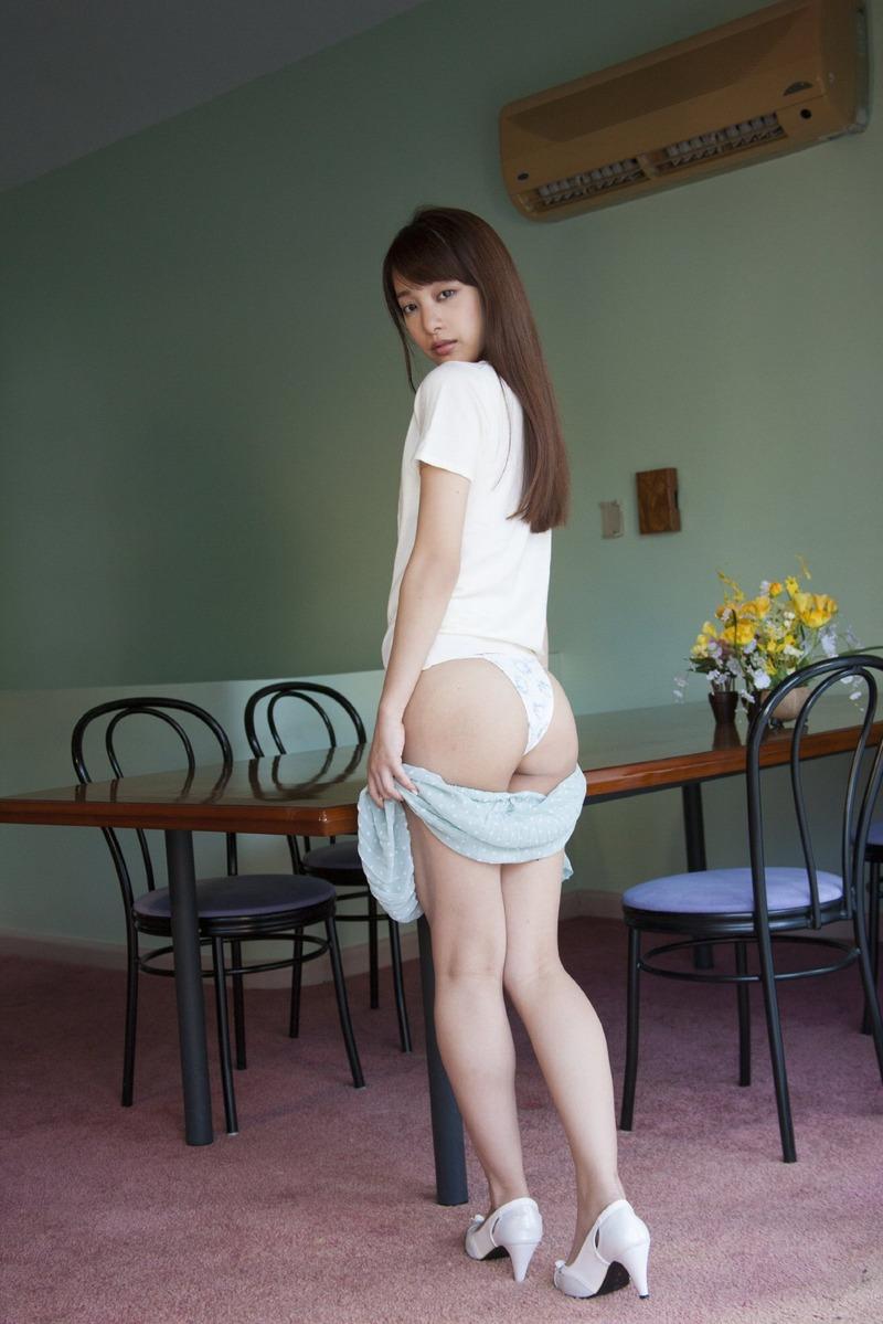 池田ショコラ(23)ちゃんがアニメ声のくせに尻エロ過ぎシコタwショコラちゃんのガトーショコラに金箔添えて舐め回したいw【エロ画像】