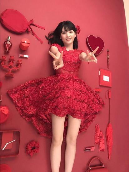 道重さゆみ(28)赤ドレスから見える美脚太ももがぐうシコww【エロ画像】 表紙