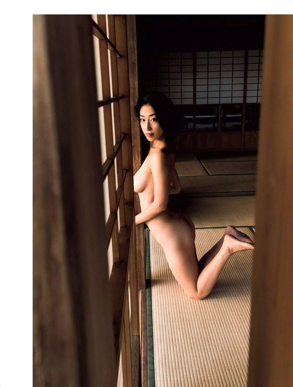 佐藤寛子(31)シングルマザースイムスーツギャルの裸がなかなかエろい!!やり逃げされたんだろうな♪♪《エロ画像》