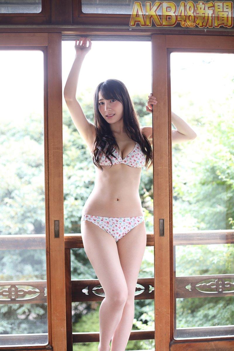 AKB48佐々木優佳里(22)のビキニグラビアが抱き心地良さそうでエろい☆☆【エロ画像】