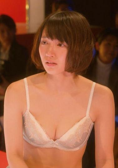 吉岡里帆(25)ドラマでの下着姿が嫌々な表情含めてぐうシコww【エロ画像】