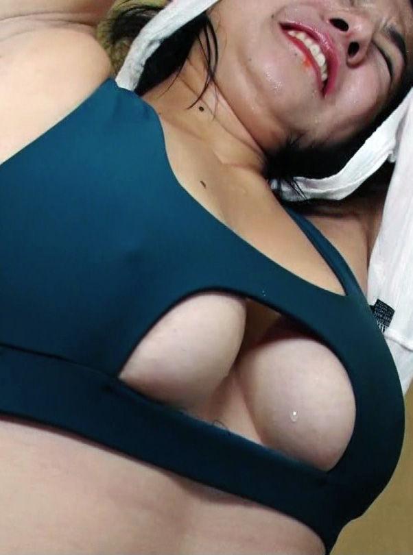 元小町娘 シェフ愛生(22)の乳性感帯ポッチにモロ乳がぐうシコ!!【エロ画像】