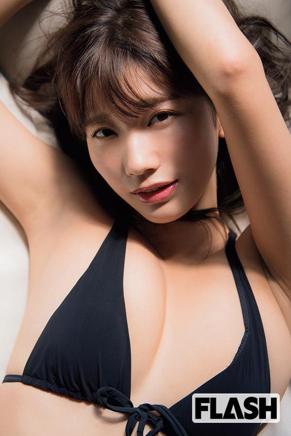 小倉優香(19)のビキニカレンダーがぐうシコww【エロ画像】 表紙
