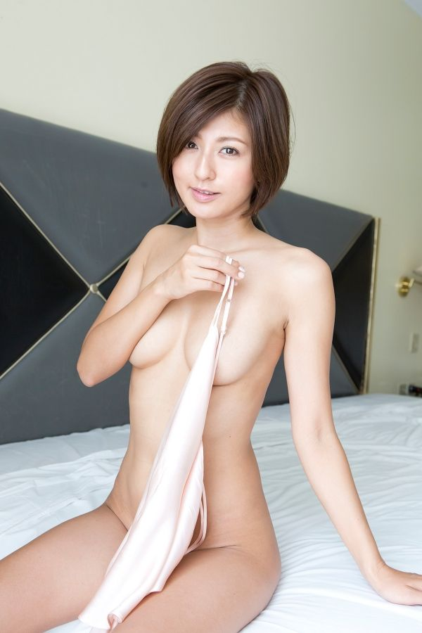 宮内知美(42)再婚した元ミニスカポリス美人妻のぬーどがヌけるwwww(えろ写真)