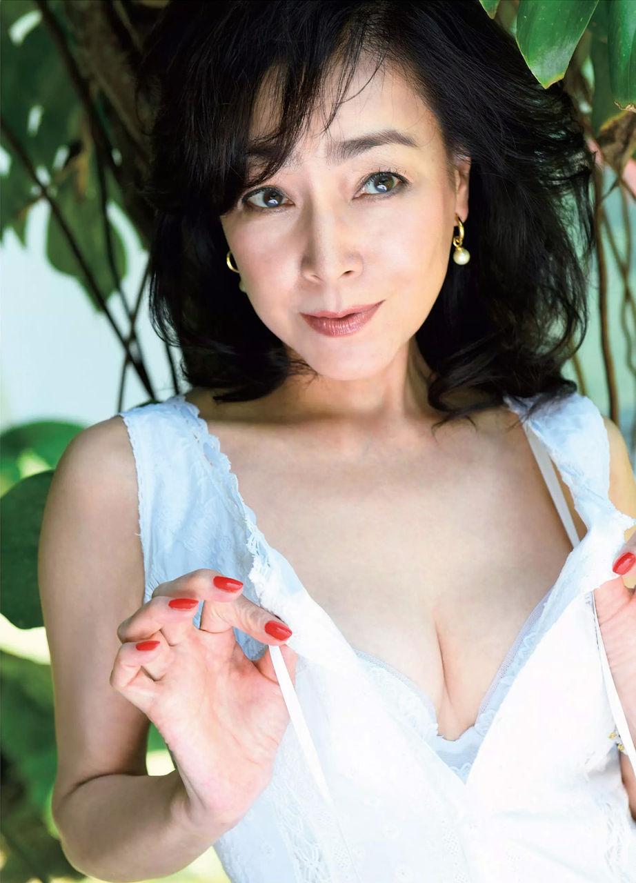 柏原芳恵(51)年増好きにはたまらん完熟グラビア★★【エロ画像】