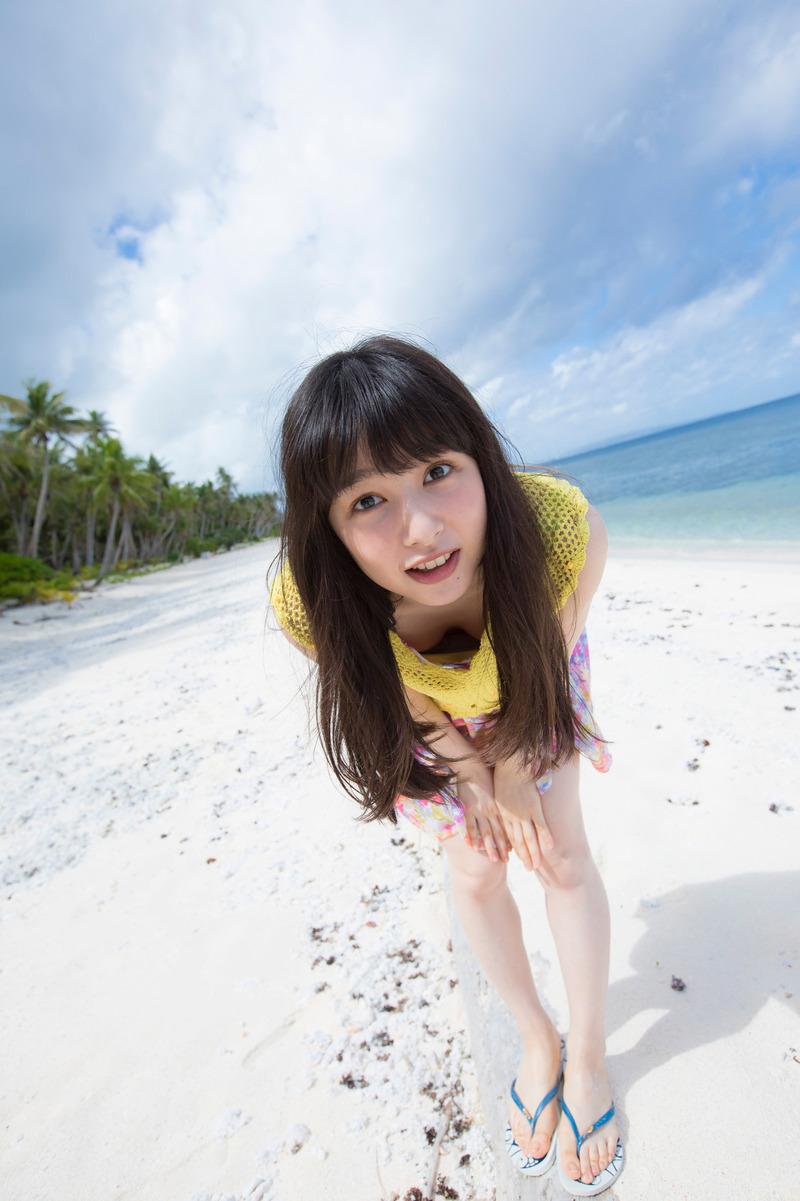 桜井日奈子(20)胸チラがエッチ過ぎる最新グラビアが抜けるww【エロ画像】