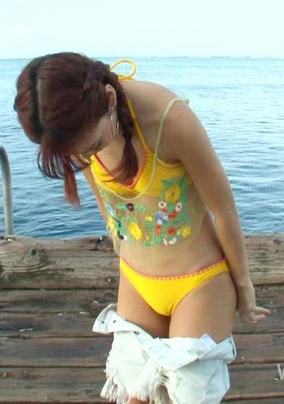藤田ニコル(20)のさまリゾで見せたちっぱい水着姿が抜けるww【エロ画像】