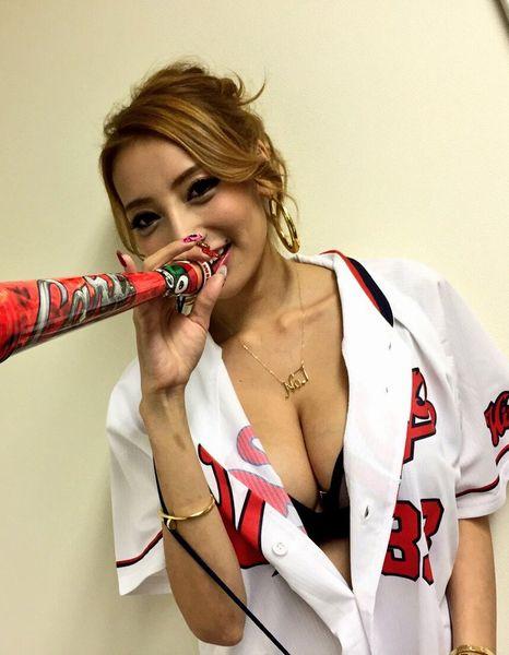 加藤紗里(26)炎上商法だいしゅき偽カープ女子。 洒落臭いGALをカープユニのまま無茶苦茶に犯したいンゴ。。《エロ画像》