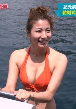 青木愛(33)の胸チラ谷間が拝める水着姿がぐうシコww【エロ画像】