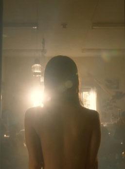 吉岡里帆(25)最新ドラマの背中ヌードや着衣巨乳がぐうシコww【エロ画像】