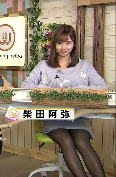 柴田阿弥アナ(24)黒タイツミニスカ姿がパンチラしそうでエロいww【エロ画像】
