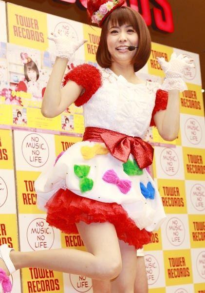 小林麻耶(36)がパンチラOKミニスカイベント!新曲披露するも歌より太ももに釘付け【エロ画像】