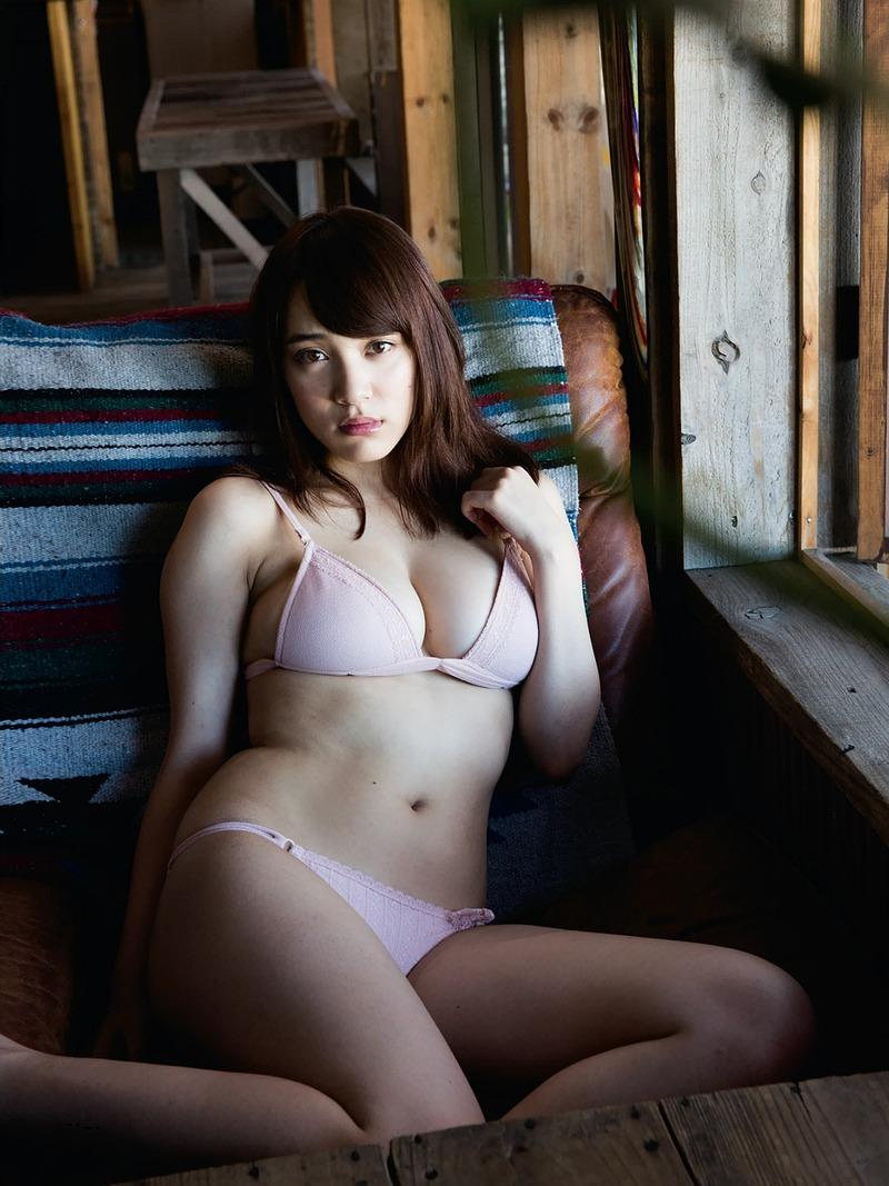 都丸紗也華(20)初のFカップ手ブラもあると噂のとまるまるの最新グラビアがエ□すぎてぐうシコ
