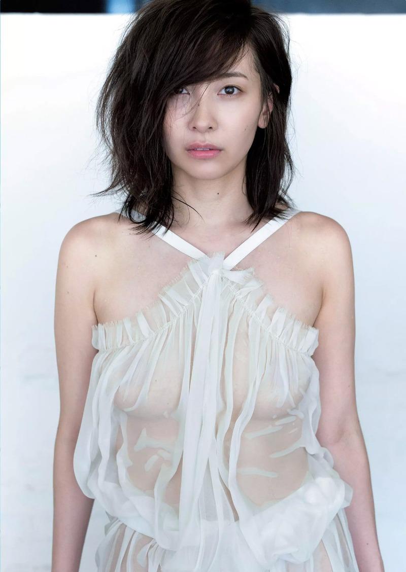 山崎真実(31)乳首ポッチでお○ぱい見せまくりでぐうシコ