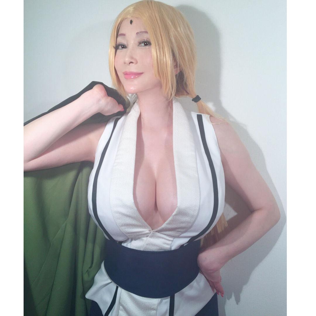 叶美香の「NARUTO」綱手コスプレのロケット乳お乳が迫力満点wwww(えろ写真)