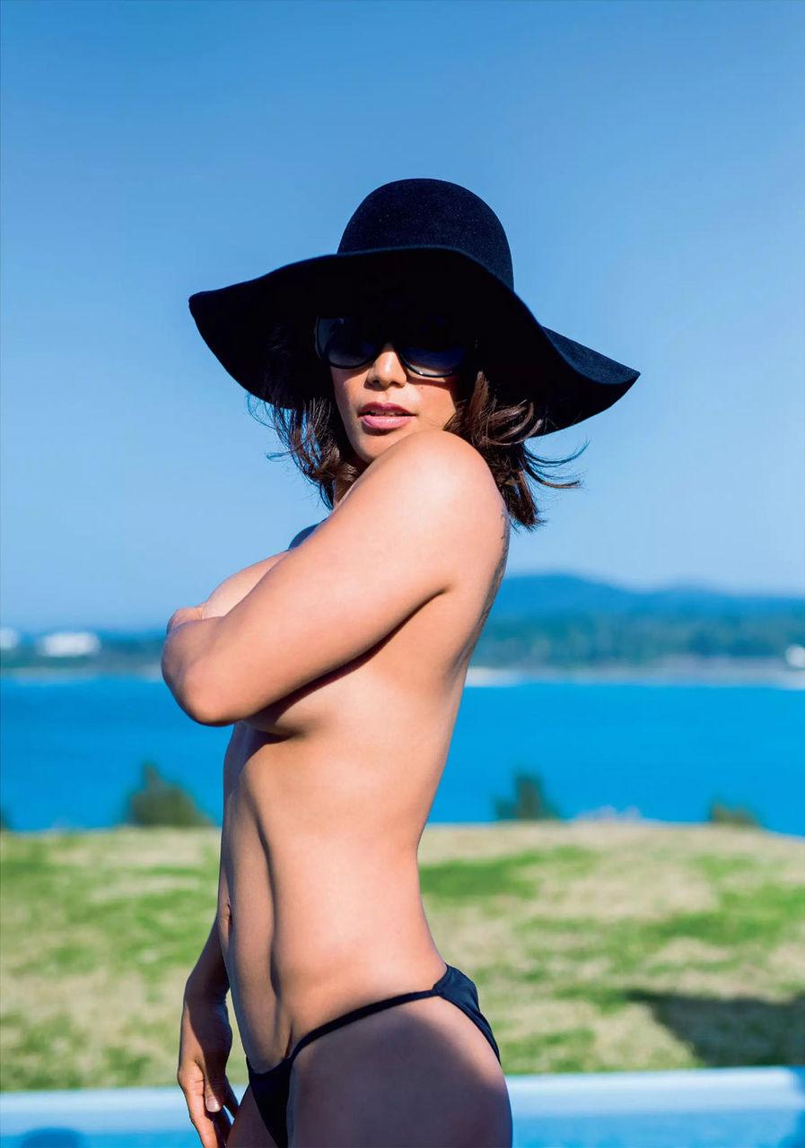 山本美憂(42)セミぬーど写真集の追加カットがなんともたくましい…wwww(えろ写真)