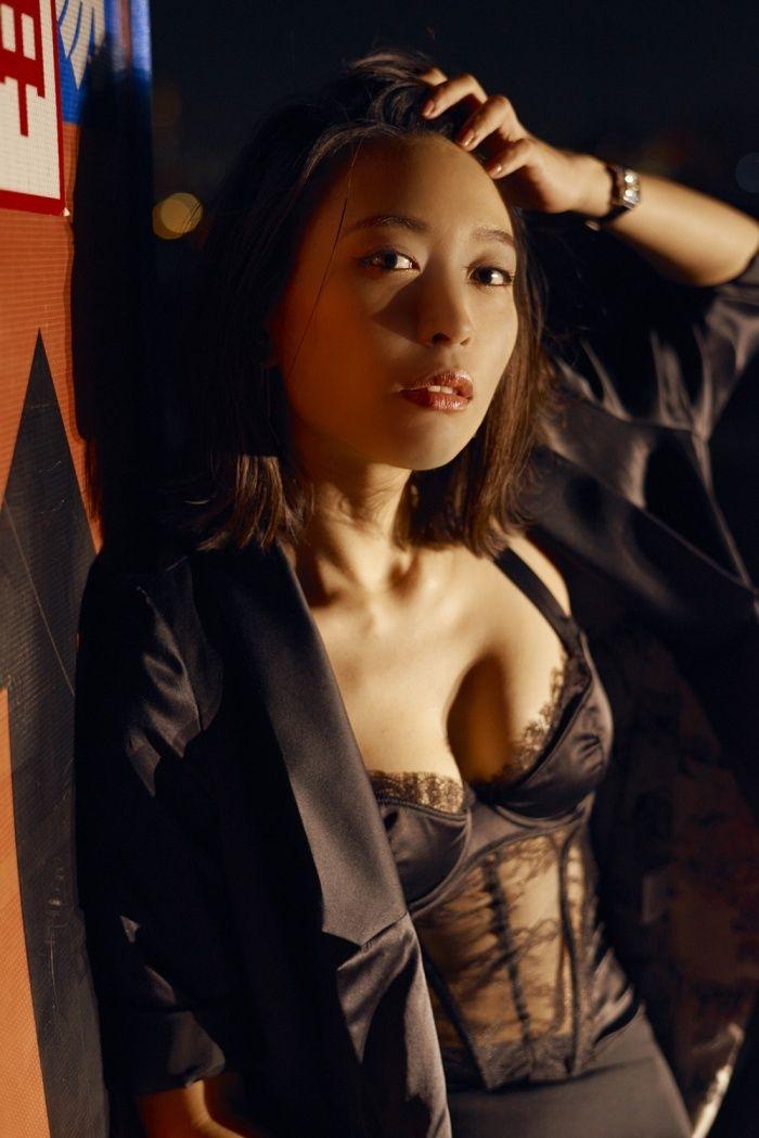 黒川芽以(30)セクシー下着姿が抜ける最新グラビアがぐうシコww【エロ画像】