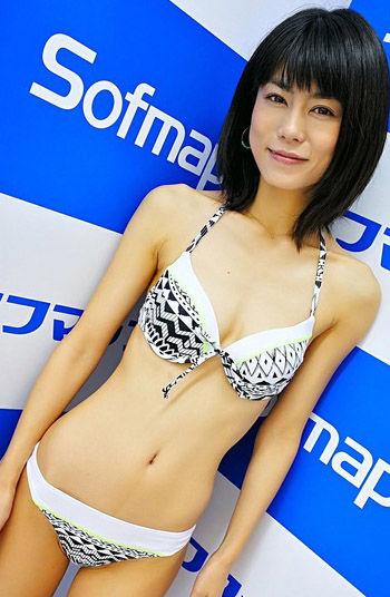 芳野友美(38)ガリガリ貧乳熟女グラドルのイメージDVDがほぼAVww【エロ画像】 表紙