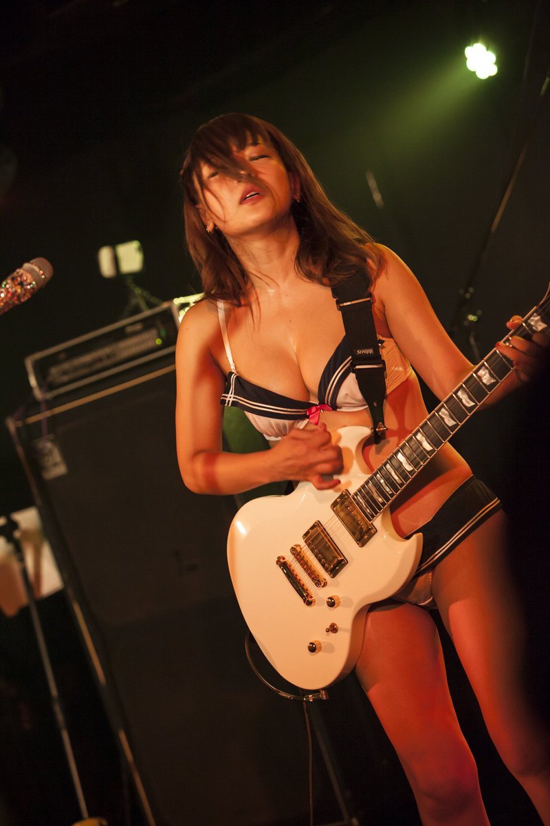 藤田恵名(27)脱げるシンガーソングライターの下着姿がぐうシコww【エロ画像】 表紙