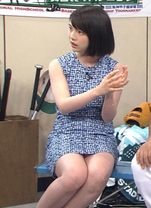 弘中綾香アナ(25)のぷにぷに色白二の腕がエロい!太もももムッチムチでたまらん!いじめたくなるような困り顔がかわいい!
