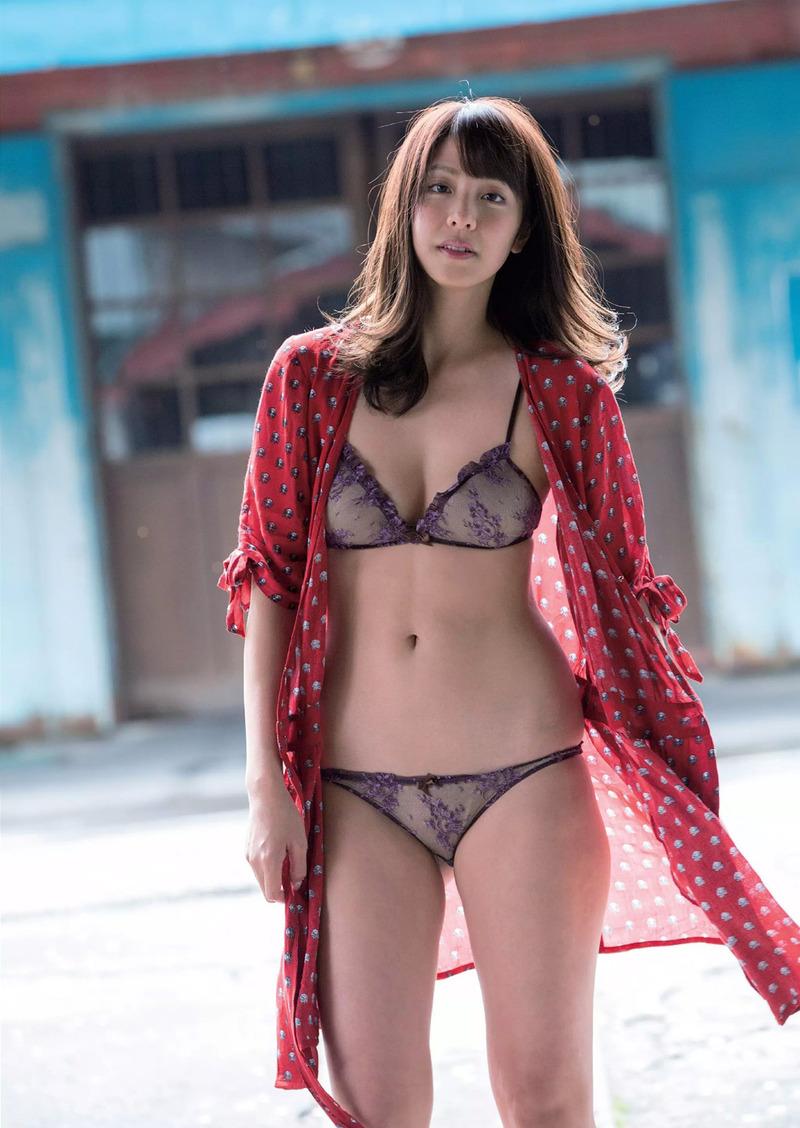 本郷杏奈(25)日本一の恥ずかしがり女子の異名を持つ女の水着グラビア