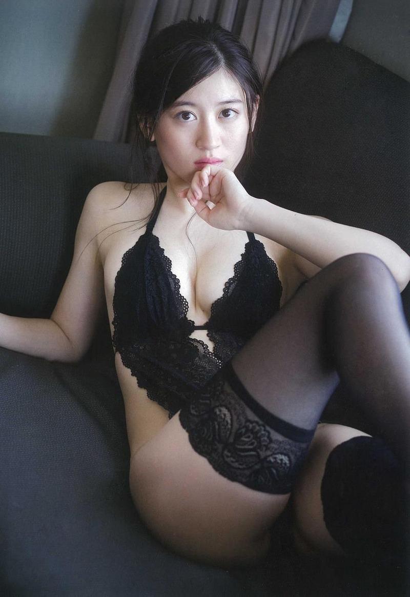 NMB48上西恵(21)卒業発表したがこの水着グラビアの巨乳お○ぱいがたまら