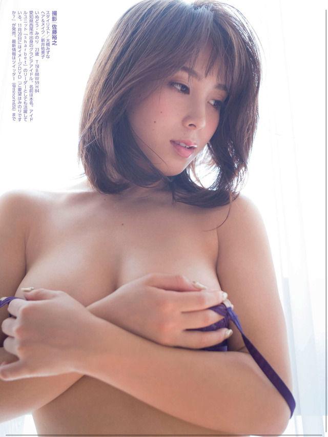犬童美乃梨(23)溢れ落ちそうなGカップの手ブラグラビアがぐうシコww【エロ画像】