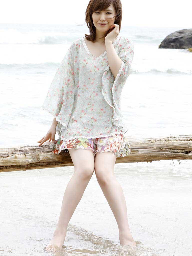 杉崎美香アナの擬似フェラとムチムチ太ももがたまらんwww【エロ画像】