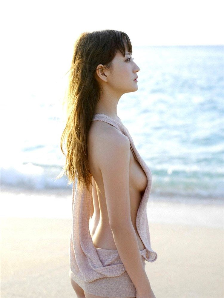 小松彩夏(30)Dカップびにゅうがセーラーヴィーナスを演じたビキニギャル!!!!【エロ画像】