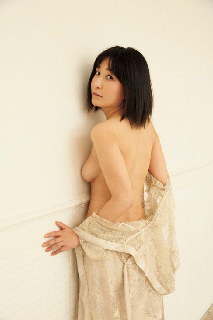 小野真弓(36)セミヌード公開の写真集が抜けるww【エロ画像】のエロ画像