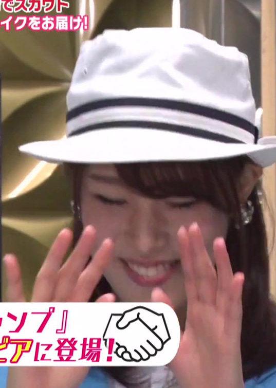 鷲見玲奈アナ(27)が自分のグラビア見て赤面する姿がえろい!!!!!!【エロ画像】