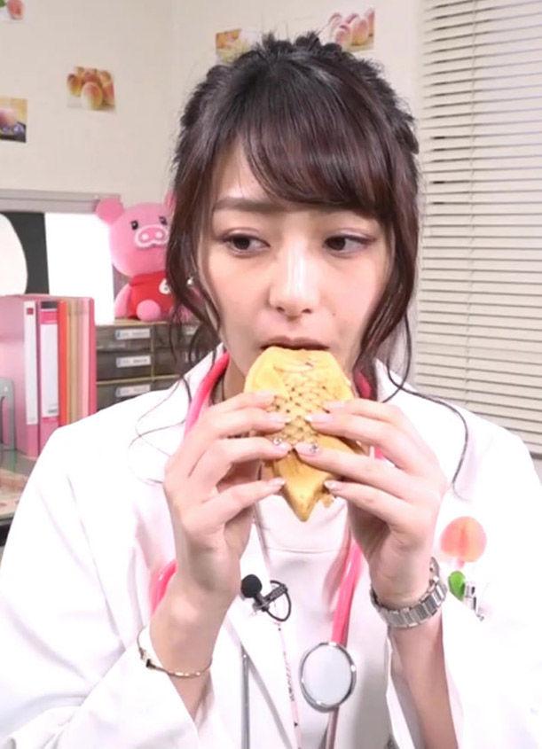 宇垣美里アナ(27)女医コスでの食レポがAVみたいでエロいww【エロ画像】