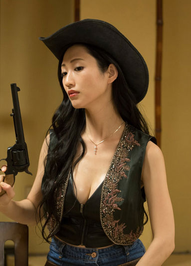 壇蜜(36)カウガールコスプレで胸チラミニスカ姿を披露wwww(えろ写真)