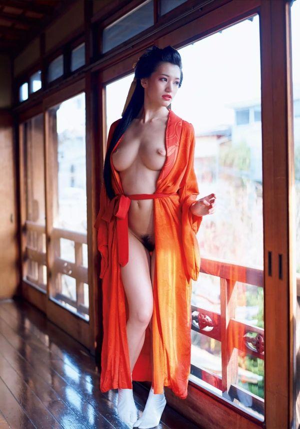 [お宝NAVI] 高橋しょう子(23)花魁裸体がぐうシコ★たかしょー陥没乳性感帯が相変わらず卑猥!!【エロ画像】