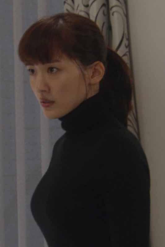 綾瀬はるか(32)の黒ニットで見せた着衣美巨乳がヌけるwwww(えろ写真)