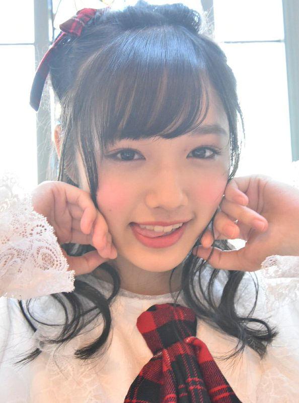 安藤咲桜(16)舌ペロしてる通学服今時ギャルグラドルがぐうシコ★★【エロ画像】