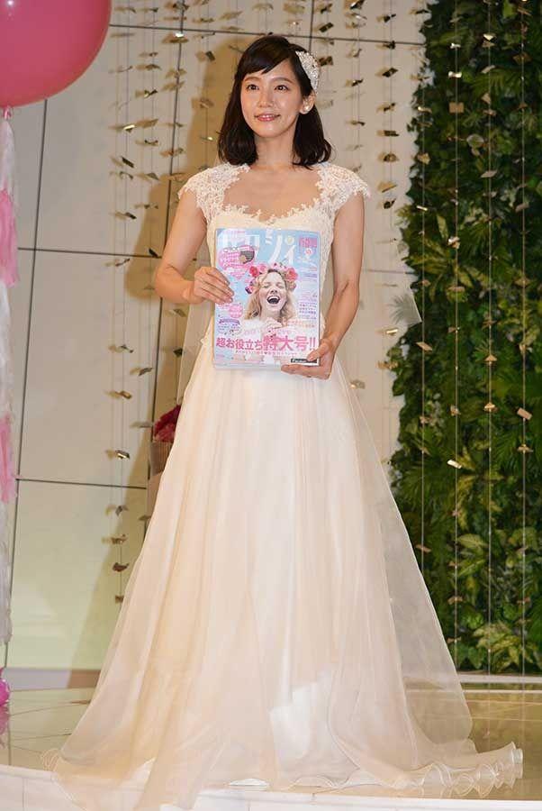吉岡里帆(23)Dカップおっぱいがけしからん!ウェディングドレス姿のままハメたいンゴww【エロ画像】