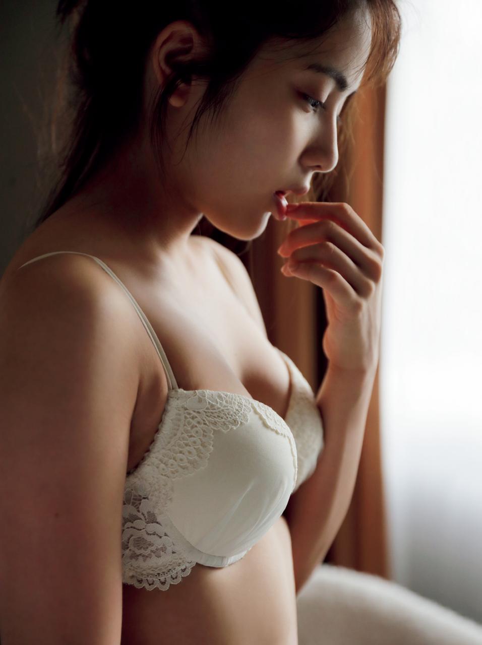 入山杏奈(21)写真集でセックスな姿見せてくれて総選挙の順位も期待できそうwwww(えろ写真)