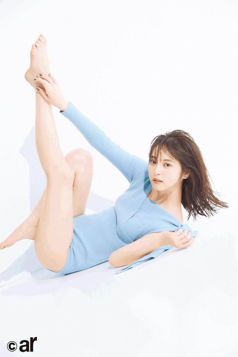 佐々木希(29)ピッチリ衣装に生足がぐうシコ!!【エロ画像】