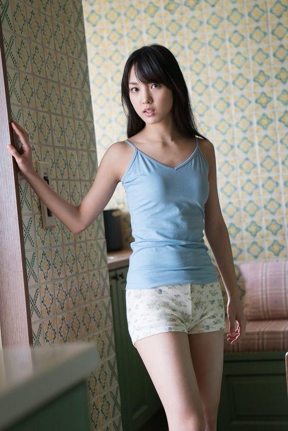モー娘・飯窪春菜(23)キャミ姿に水着姿がぐうシコww【エロ画像】 表紙