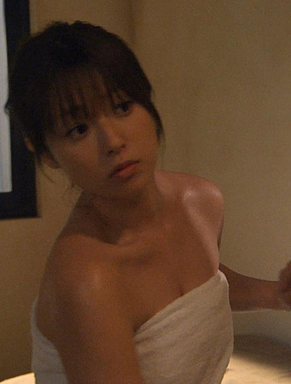 深田恭子(34)BUSタオル一枚の入浴シーンがヌけるwwww(えろ写真)