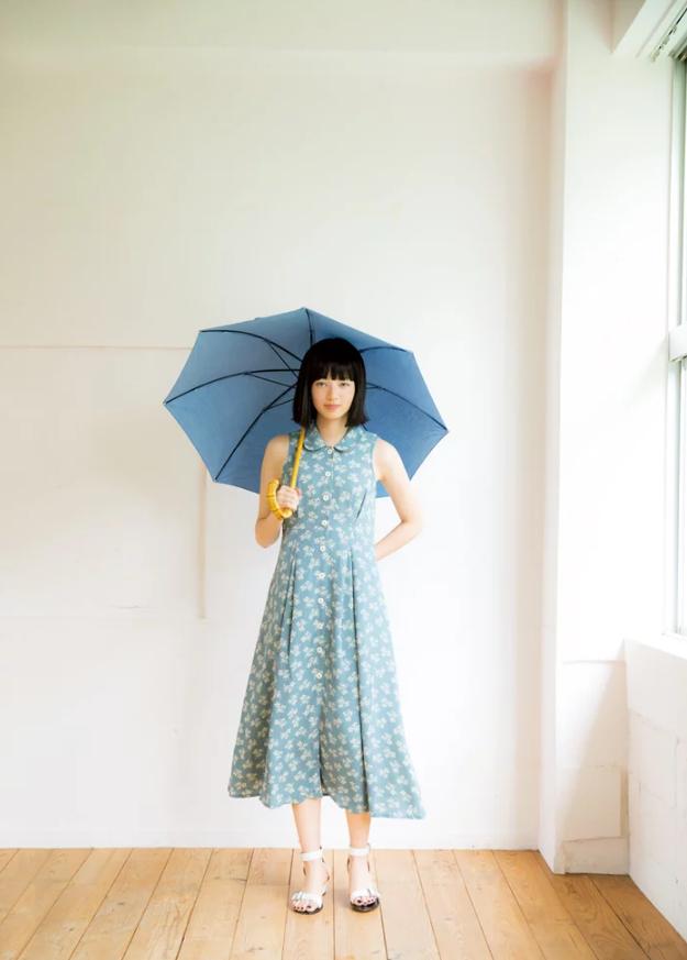 小松菜奈(22)の透明感あるグラビアがエロいww【エロ画像】