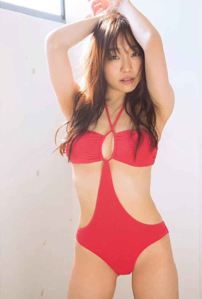 須田亜香里ウェストラインがセクシーでかわいい水着姿