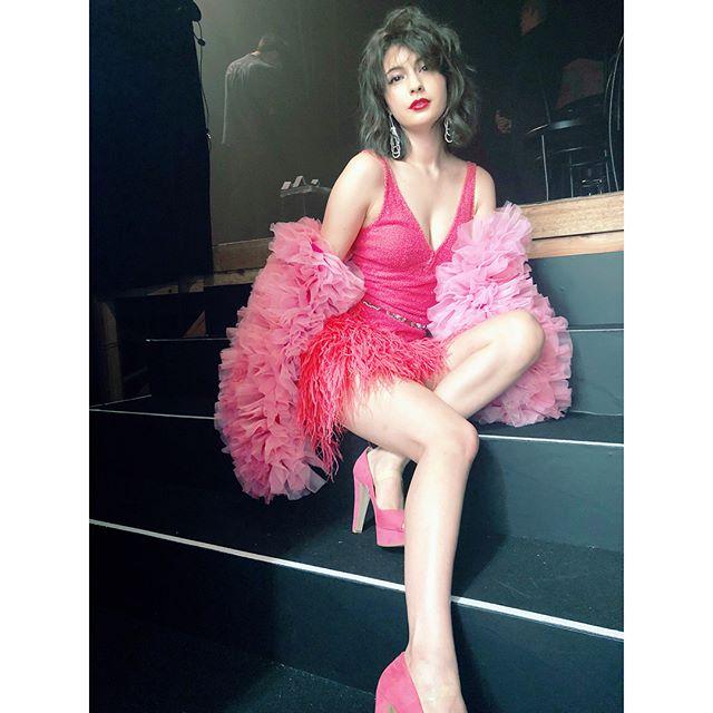 マギー(25)セクシードレスの胸チラ美脚がぐうシコww【エロ画像】