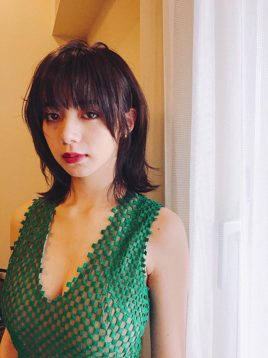 池田エライザ(22)映画の舞台挨拶のドレス姿が抜けるww【エロ画像】
