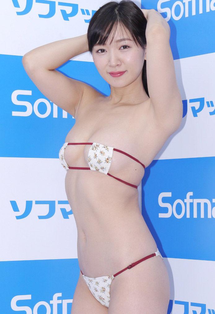 階戸瑠李(29)眼帯ビキニや横乳がくっそエろい★★【エロ画像】