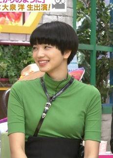 小松菜奈(22)着衣ニットにセクシーグラビアがぐうシコww【エロ画像】