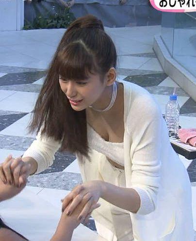 西内まりや(22)握手会で胸チラサービスだと★AKBよりサービスいいんじゃねえのか?!!!!!!《エロ画像》